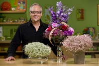 How to Create a Centerpiece with Fresh Flowers and the Flower Berry Ball!