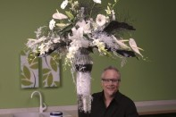 How to make a Black and White Centerpiece with Deco Beads and Deco Cubes!