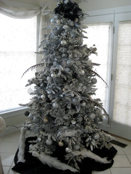 """Adelaide Linn's winning entry for uBloom's Facebook """"Like"""" my Christmas Tree contest"""
