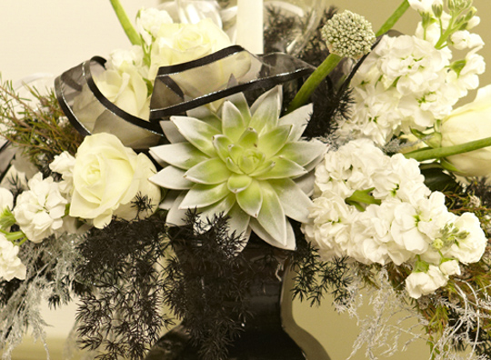 How to Create an Elegant Black and White Event Centerpiece