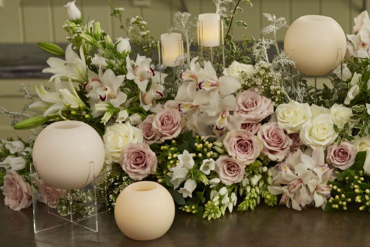 How to arrange flowers- Wedding head table centerpiece with candles
