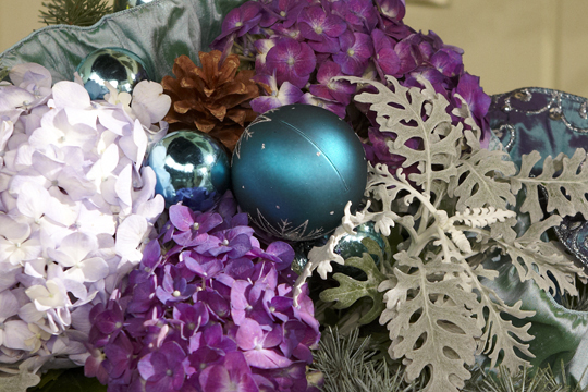 How to arrange flowers- Hydrangea Christmas Centerpiece