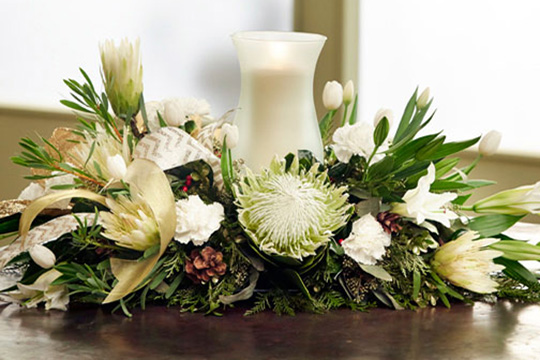 How-to-arrange-flowers_Elegant-Christmas-Centerpiece