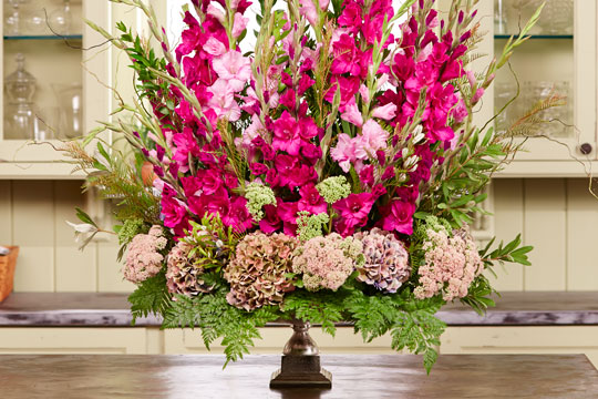 How to Arrange Flowers_Gladiolus Perimeter Urn