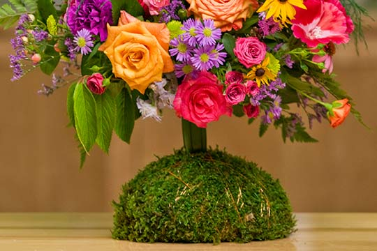 How to Arrange Flowers_Moss Stand for a Wedding Bouquet