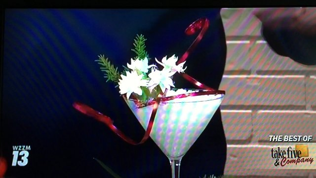 Take 5 with J- How to arrange flowers_Easy Christmas Arrangements