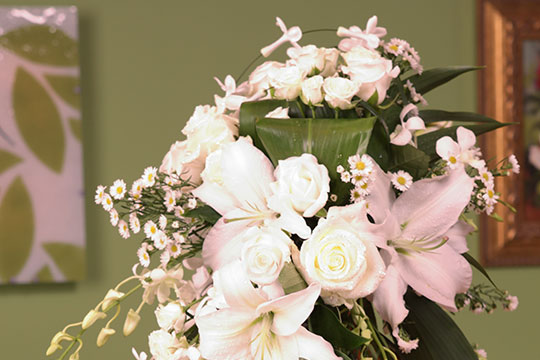 How to Arrange Flowers_Cascade Wedding Bouquet