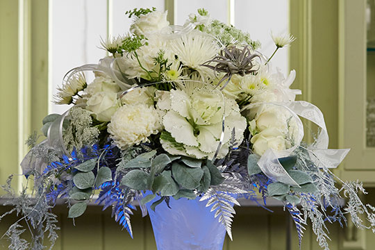 "How to Arrange Flowers_""Frozen"" Themed Arrangement"