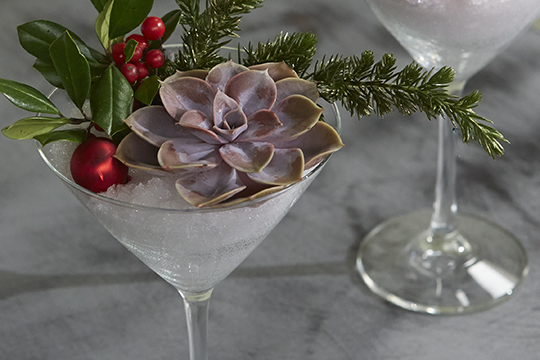 How to Arrange Flowers_Holiday Cocktails With Flowers!