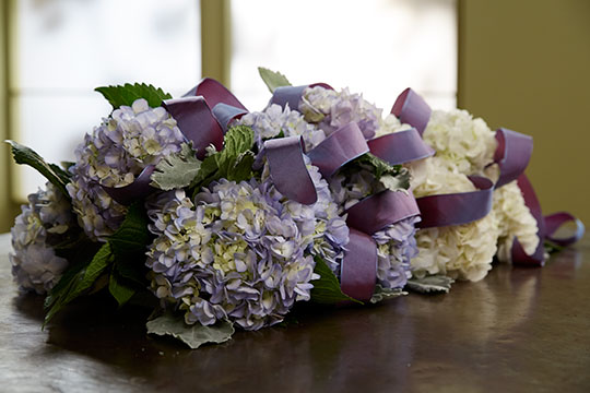 How to Arrange Flowers_Hydrangea Table Runner!