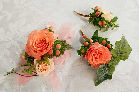Flowers to Wear for Weddings!