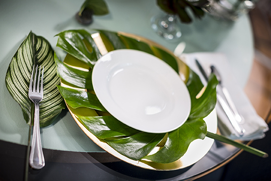 Use the Foliage of the Year as a charger for your plates when setting the table with Foliage!