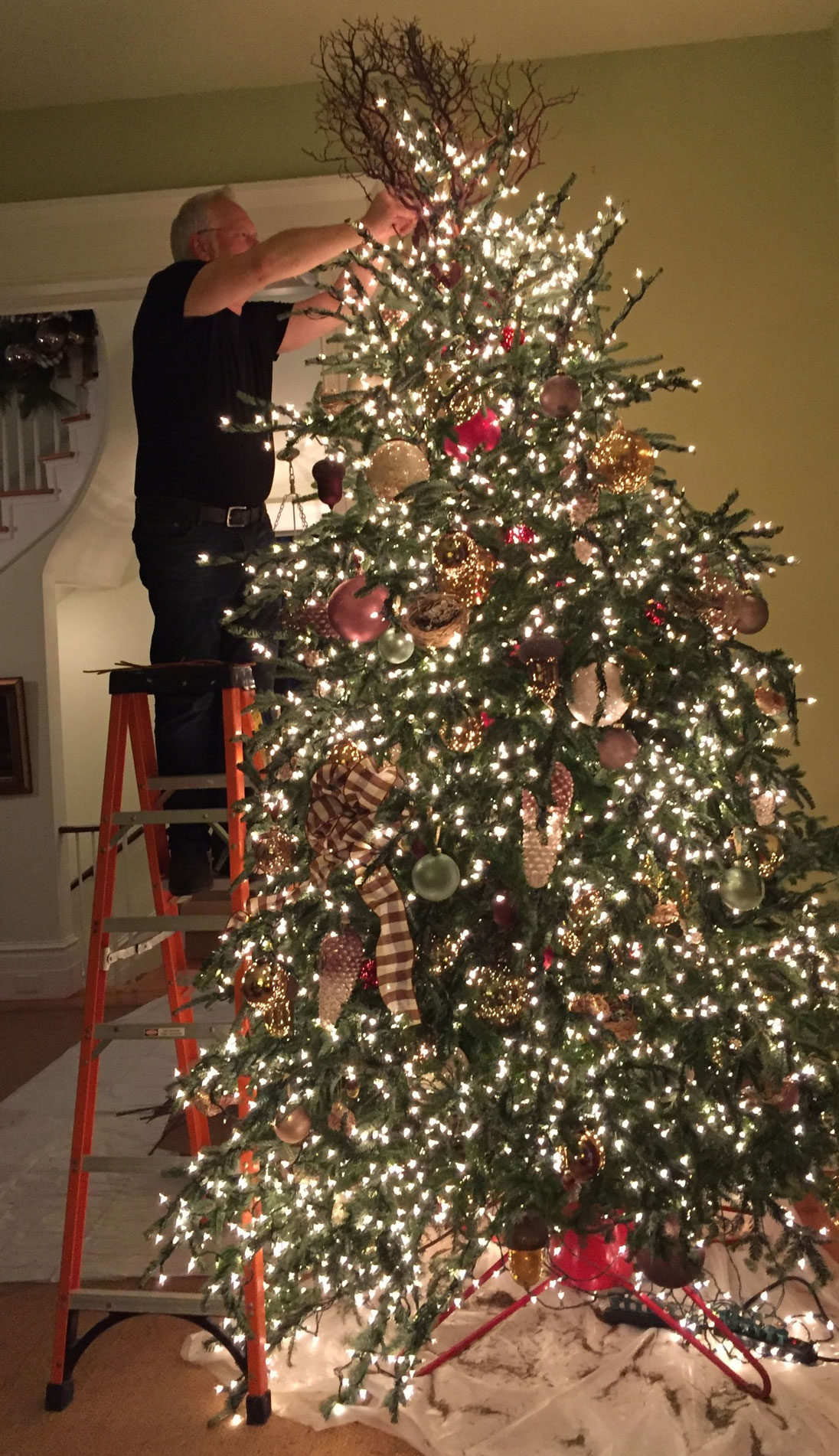 J adds flower accents to the tree topper at Allen's Moss Mountain Home!