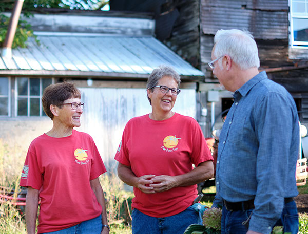 J hangs out with the gals at Crane Dance Farm- Mary and Jill are Fun Dedicated Farmers!