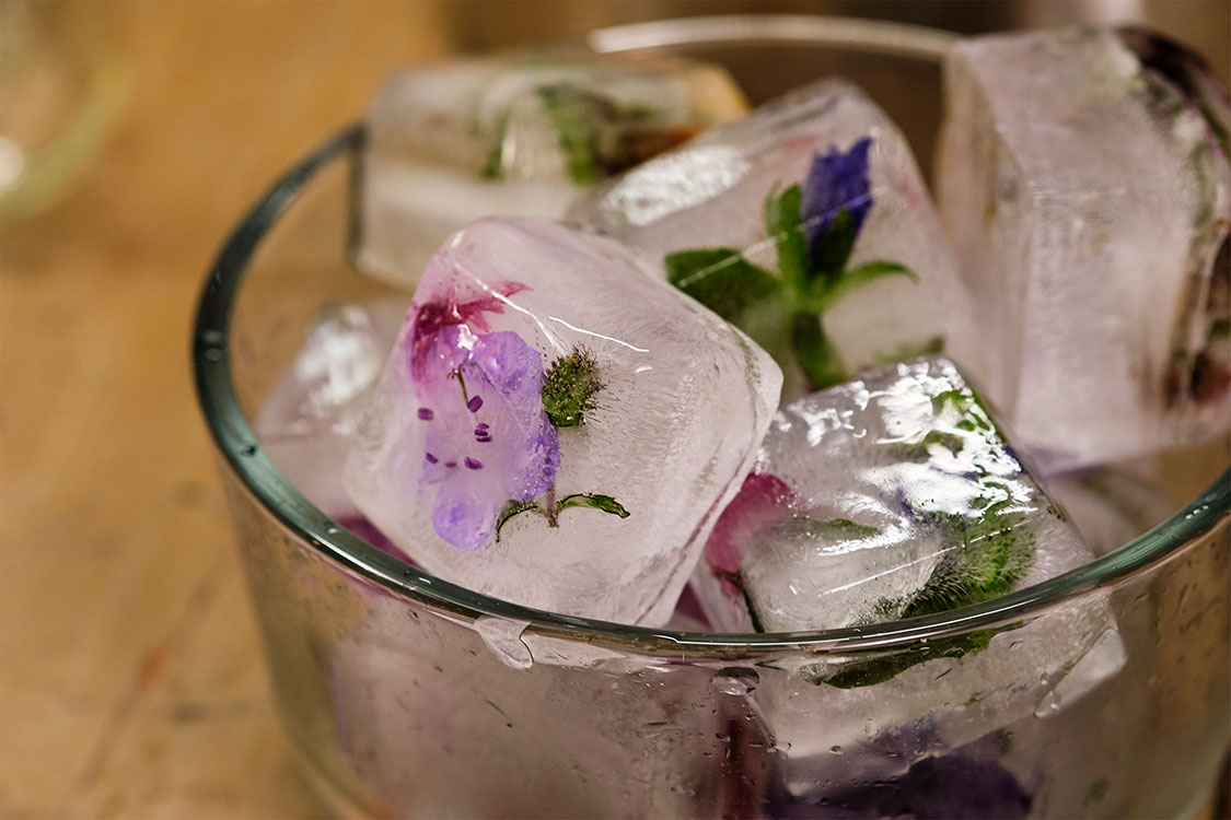 Dress up your cocktail with Flower Ice Cubes