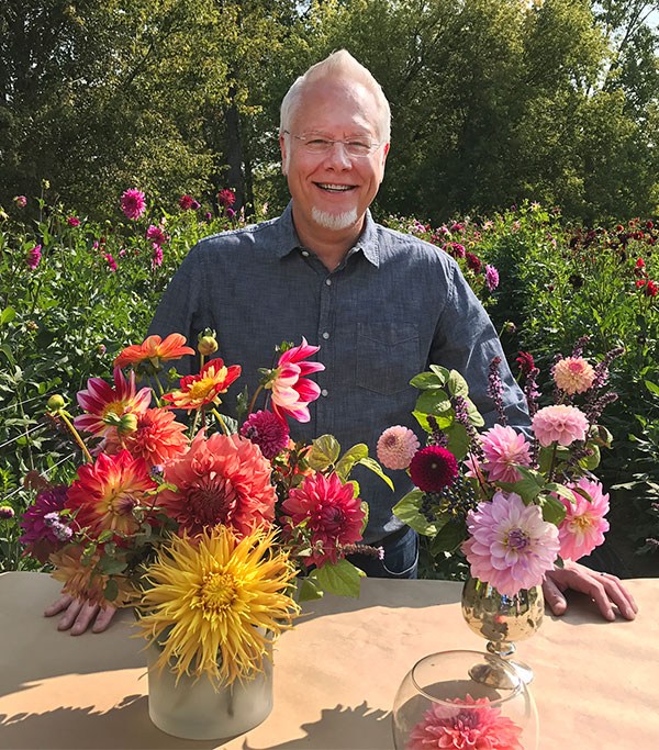 When you're surrounded by Dahlias- you can help but make arrangements!
