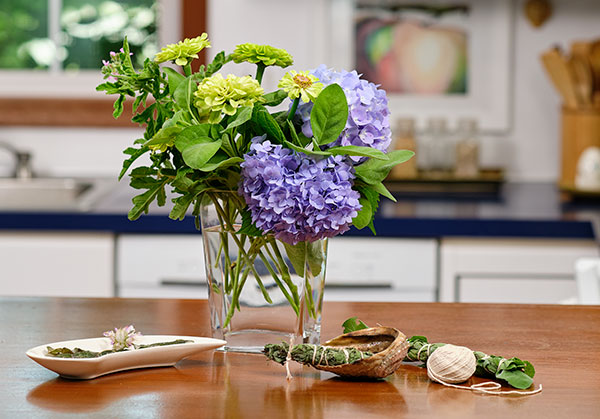Using Sage 3 Ways- In flower arrangements, making your own smudge stick- and sage crisps are revealed!