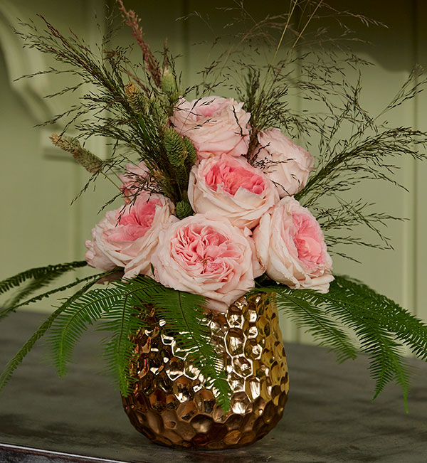 Learn to make this arrangement step by step with J- using Alexandra Farms Roses