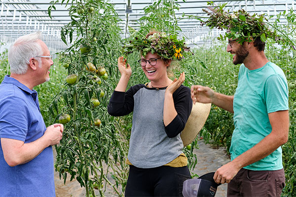J makes Flower Crowns for his Farmer Friends at Full Hollow Farm- it's all about Flowers, Farmers and Vegetables on this episode of Life in Bloom!