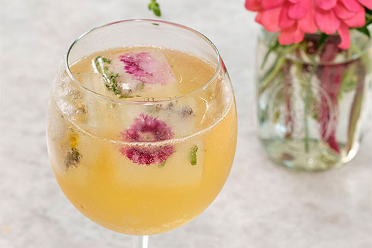Create your own Fields of Flower Libation- with this flavor filled #FlowerCocktailHour Recipe!