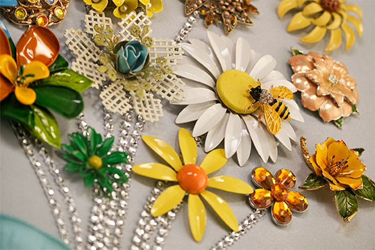 Let's Create this beautiful Flower Brooch Bouquet Art- that repurposes Vintage Flower Pins... into a beautiful bouquet to hang on the wall!