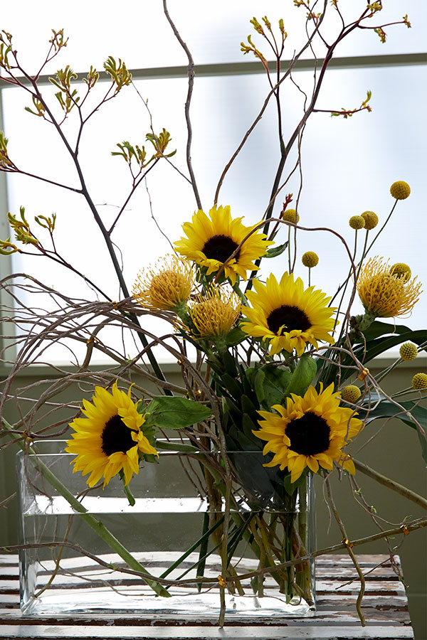 Let me show you how easy it is to create a flower armature- and then fill it with Sunshine Flowers- including Sunflowers!