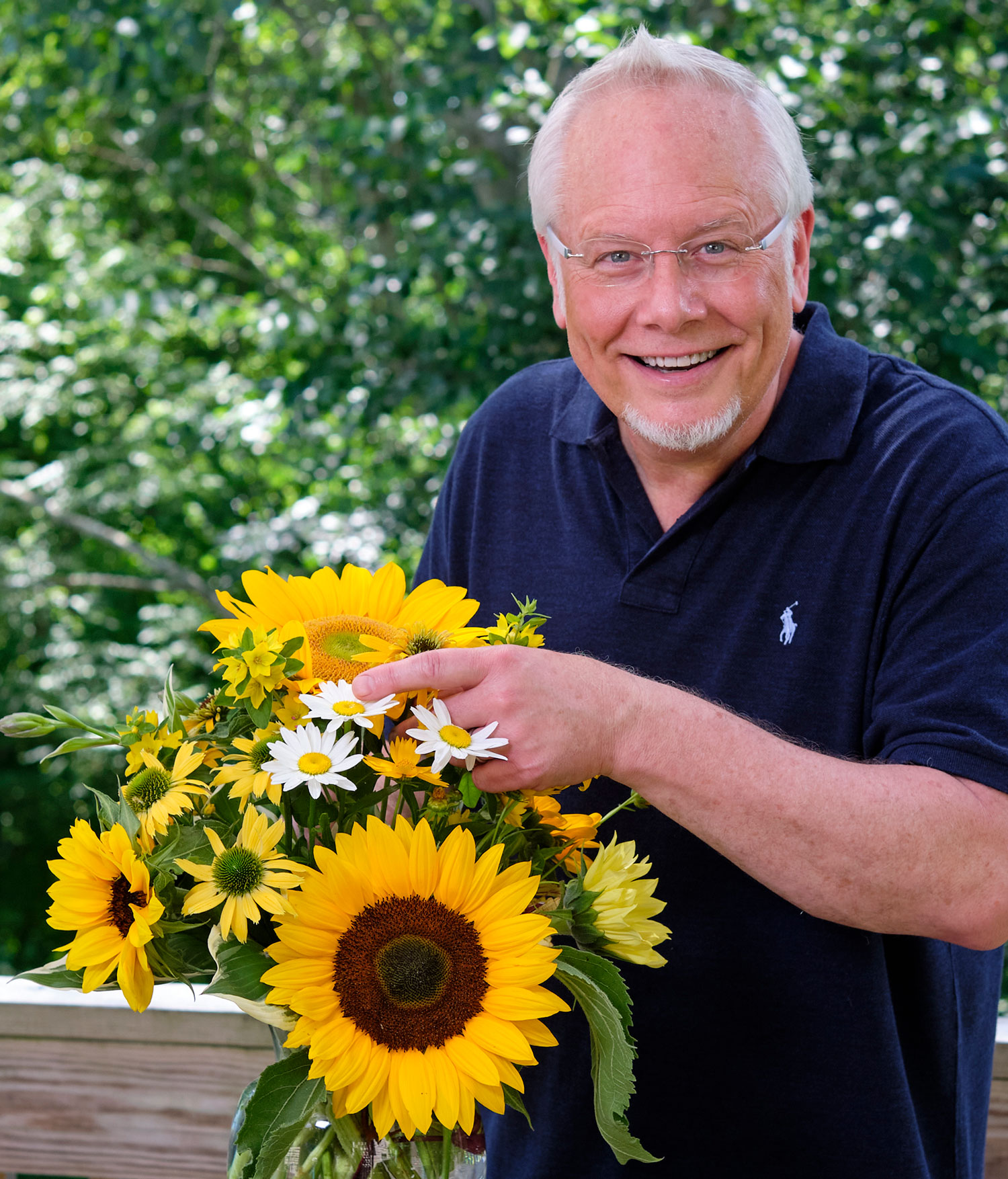 Let's make an arrangement with Sunflowers- and their Flower Cousins- on Life in Bloom!